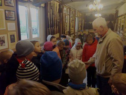 Fotorelacja z wizyty uczniów w Muzeum Czynu Zbrojnego